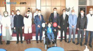 Öğretmenlerden bedensel engelli öğrenciye tekerlekli sandalye