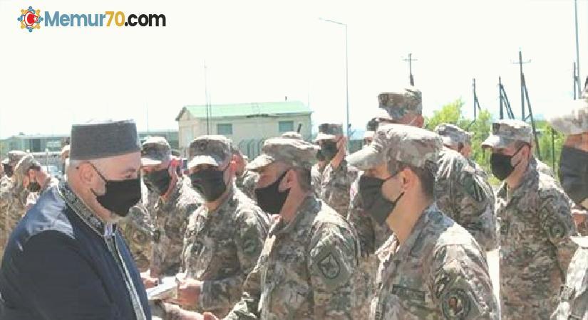 Gürcistan Savunma Bakanlığından Müslüman askerlere Kur'an hediye etti