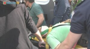 Kadıköy'de feci kaza: Direksiyon hakimiyetini kaybeden otobüs sürücüsü büfeye daldı