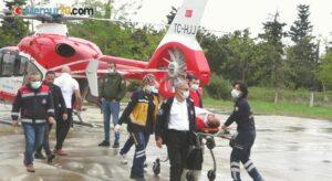 Kazada yaralanan sağlıkçı, ambulans helikopterle hastaneye yetiştirildi