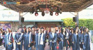 Özel Buca Radikal Anadolu Lisesinde mezuniyet heyecanı