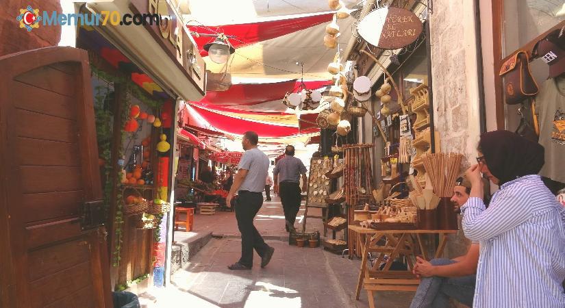 Mardin'de kısıtlamaların geri gelmesini istemeyen esnaf, vatandaşa aşı çağrısında bulundu
