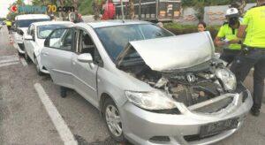 Samsun'da 4 aracın karıştığı zincirleme kazada 1 polis yaralandı
