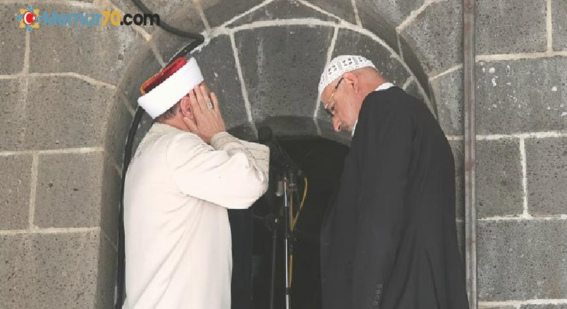 Diyanet İşleri Başkanı Ali Erbaş ve Hafiz Osman Şahin, çifte ezan okudu