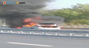 Maltepe'de otomobilin alev alev yandığı anlar kamerada